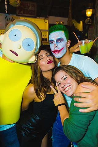 chillers-on-halloween-with-friends-dressed-in-costumes-disney-party-bus-wilthephotographer